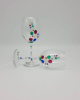 Бутикови ръчно рисувани чаши за вино.